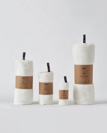Ręczniki HOP Design w kolorze naturalnym białym w ekologicznej banderoli
